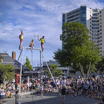 The Biggest Little Circus: Spectacular aerials,  OMG juggling,  good ol' Kiwi comedy and LOADS OF LYCRA!